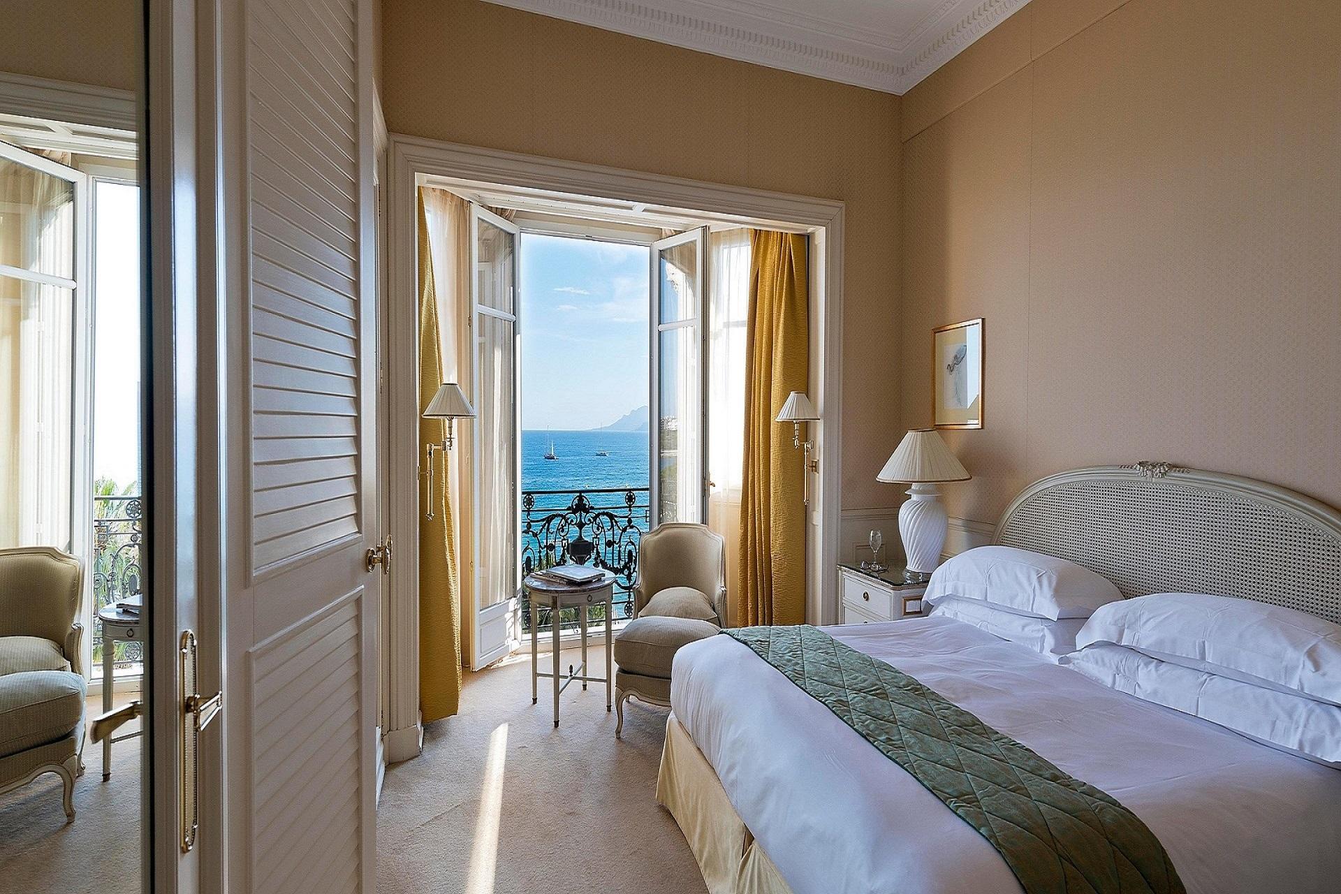 Carlton-Cannes-French-Riviera-cote-dazur-Croisette-chambre