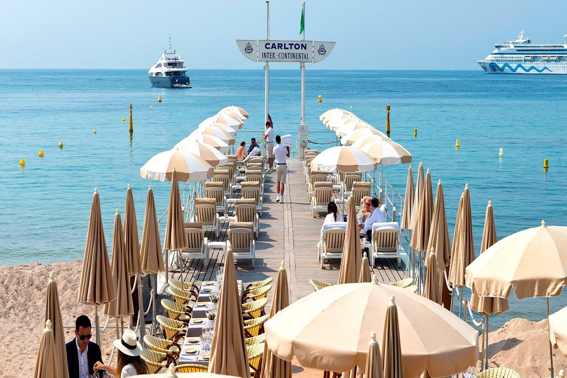 Carlton-Cannes-French-Riviera-cote-dazur-Croisette-ponton-plage
