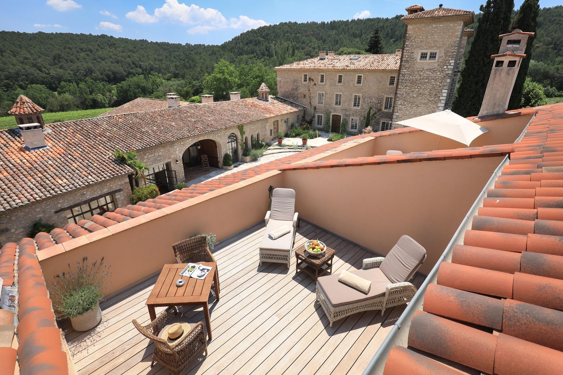 Chateau-de-berne-provence-vignoble-var-domaine-vue-junior-suite-seminaires-de-caractere