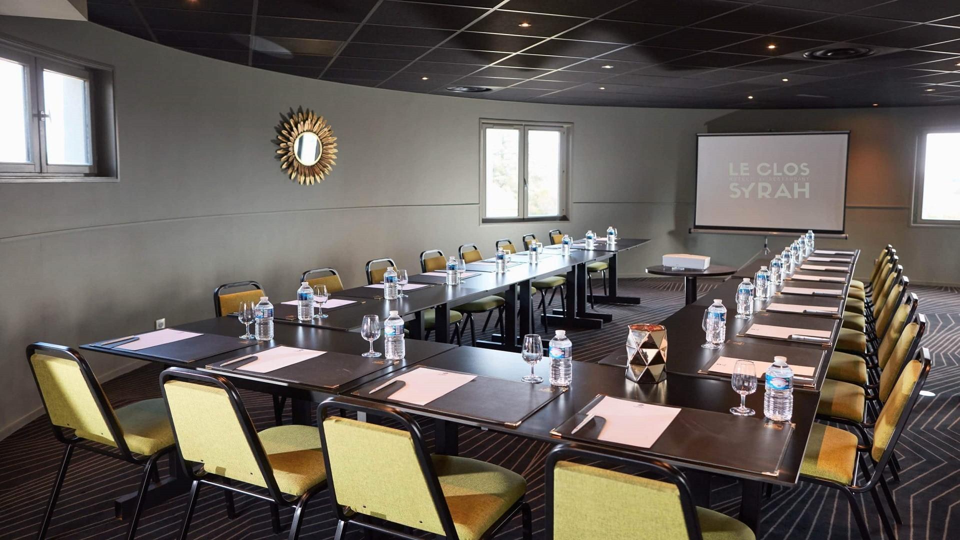 Clos-Syrah-Valence-seminaires-de-caractere-Salon-Hermitage