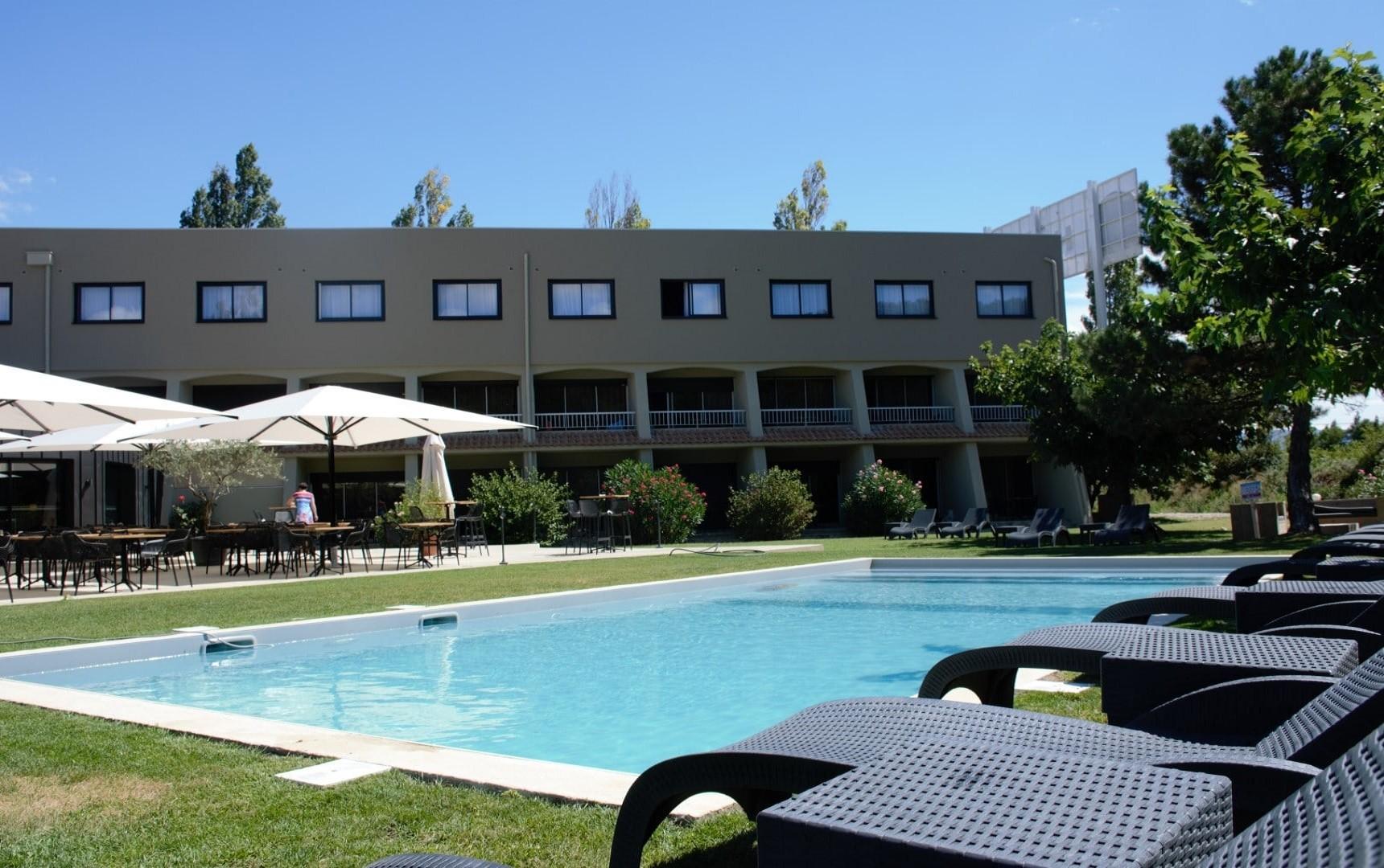 Clos-Syrah-Valence-seminaires-de-caractere-piscine
