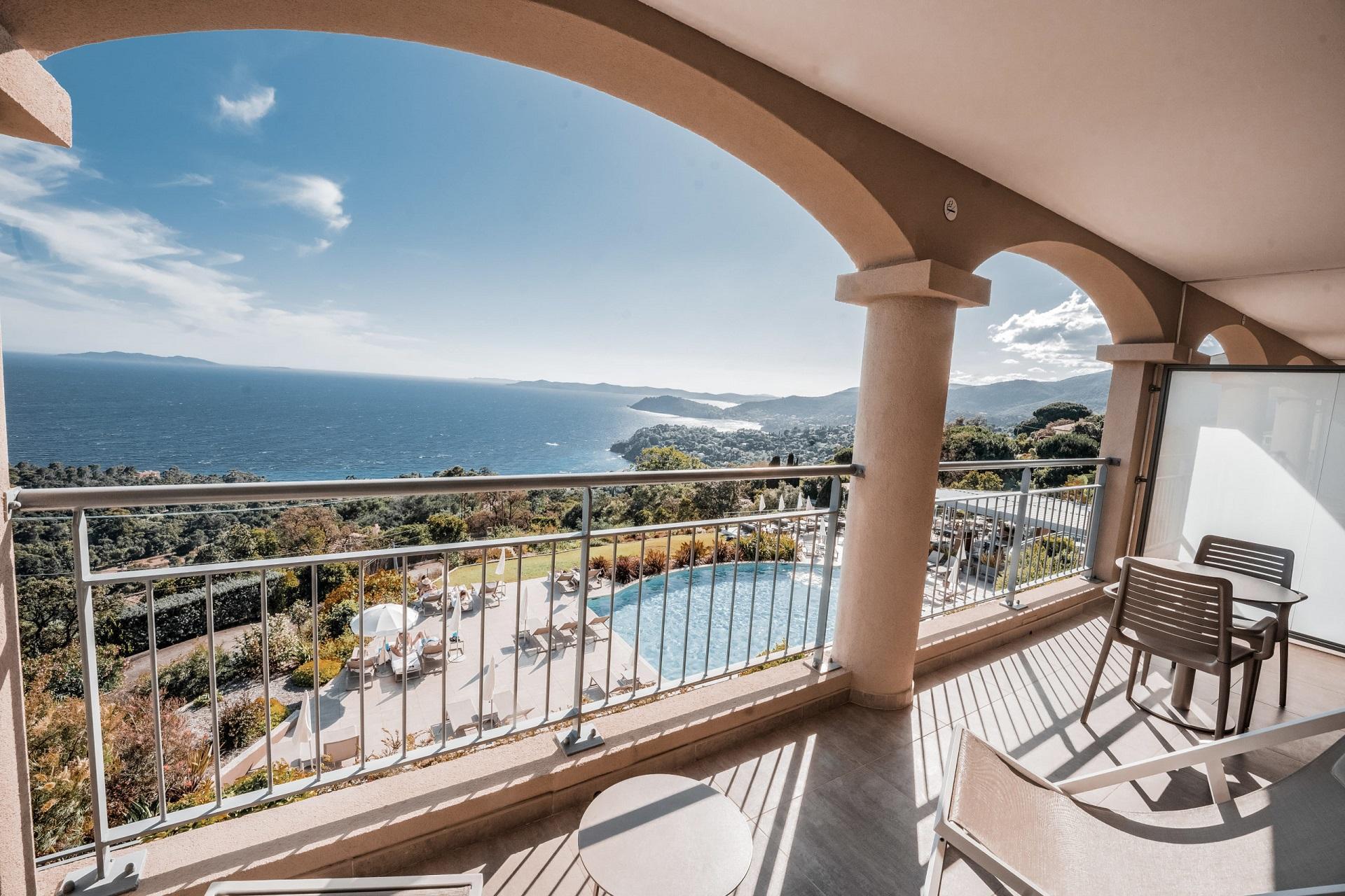 La-Villa-Douce-Golf-de-Saint-Tropez-balcon-Seminaires-de-Caractere