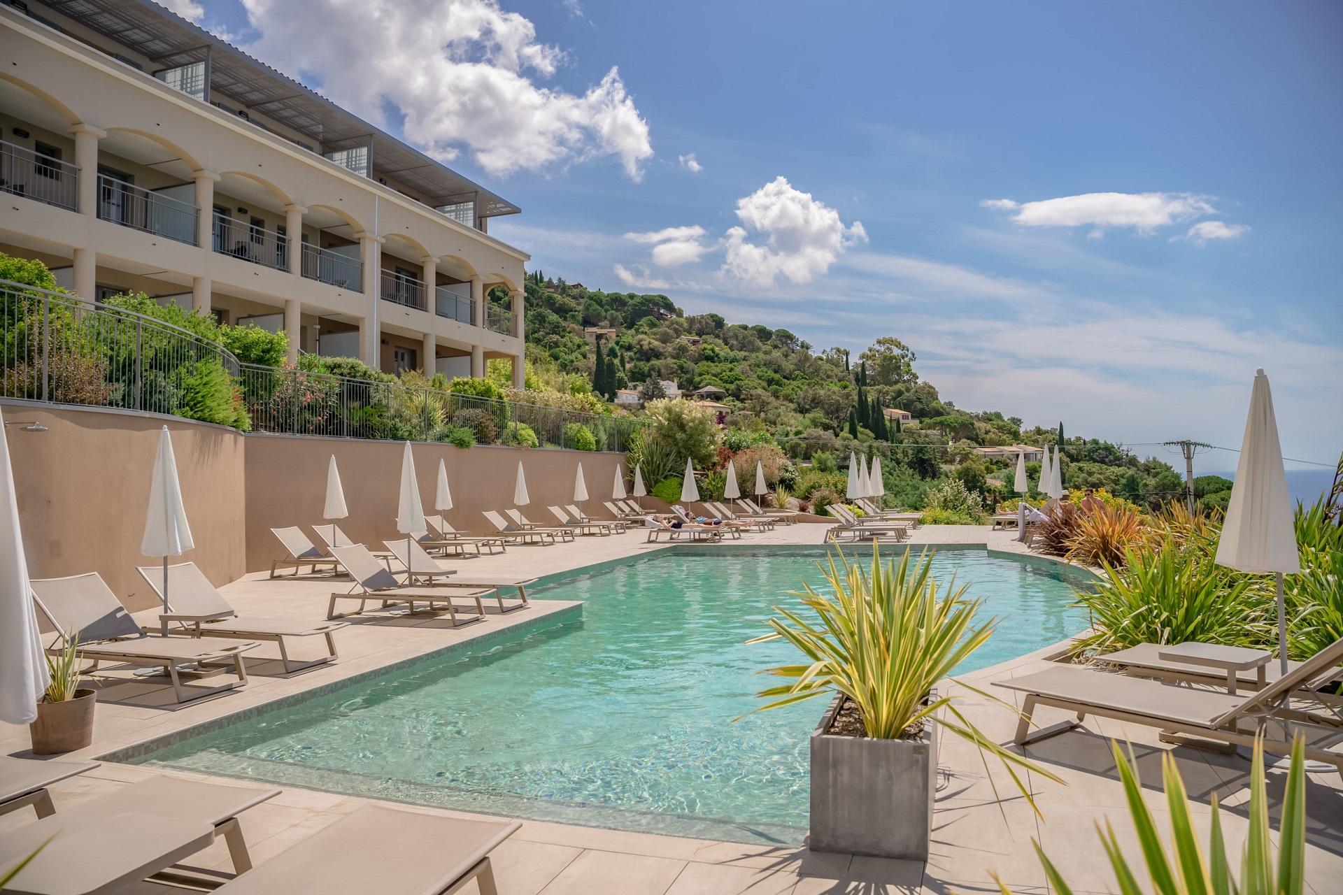 La-Villa-Douce-Golf-de-Saint-Tropez-piscine-Seminaires-de-Caractere