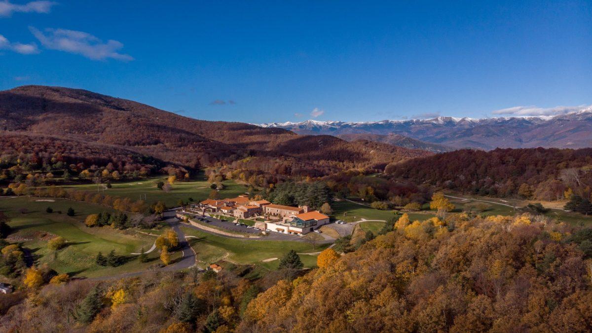 Le-Domaine-de-Falgos-Golf-Spa-occitanie-vue-seminaires-de-caractere