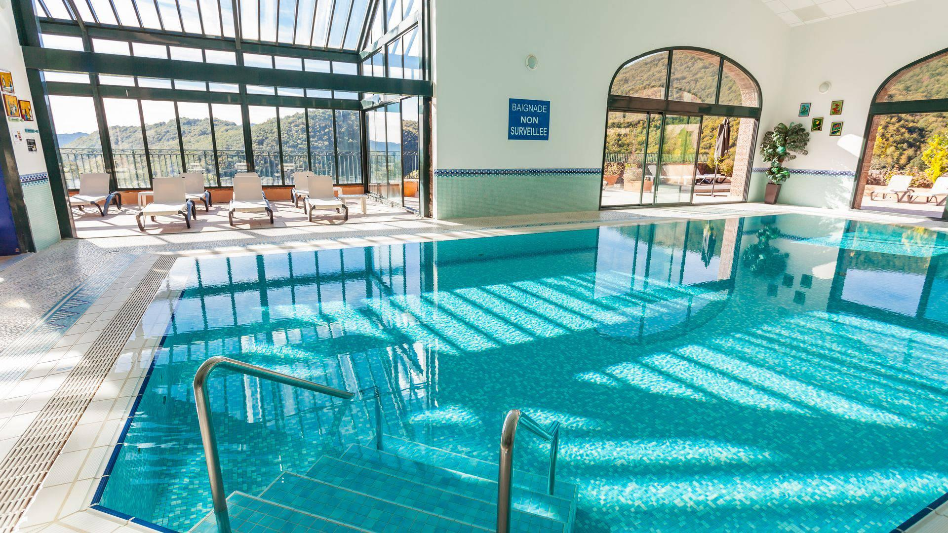 Le-Domaine-de-Falgos-Golf-Spa-occitanie-piscine-seminaires-de-caractere