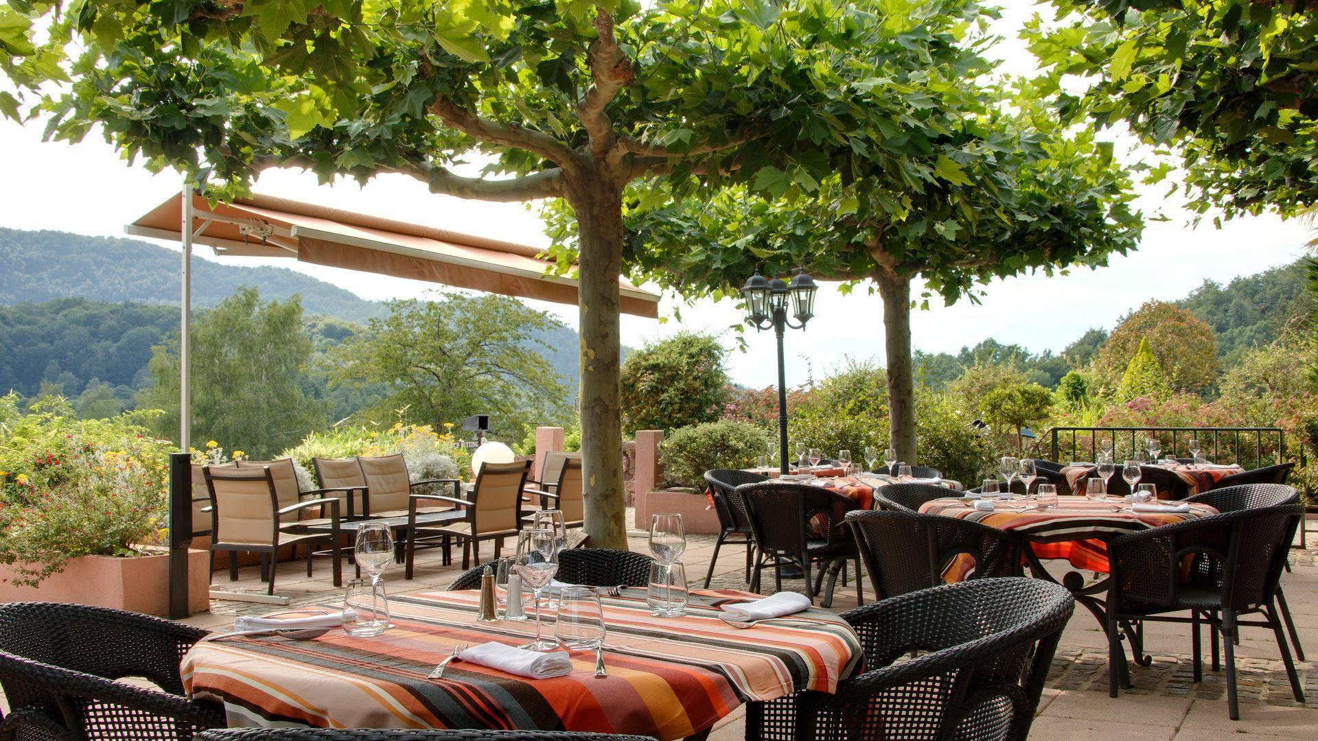 Le-Domaine-de-Falgos-Golf-Spa-occitanie-terrasse-seminaires-de-caractere