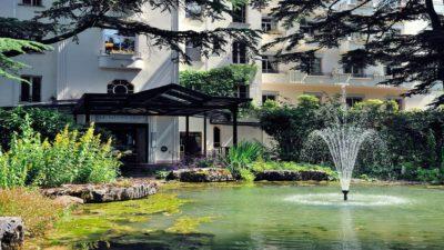 Le-Grand-Hotel-Domaine-De-Divonne-Entree-de-lhotel