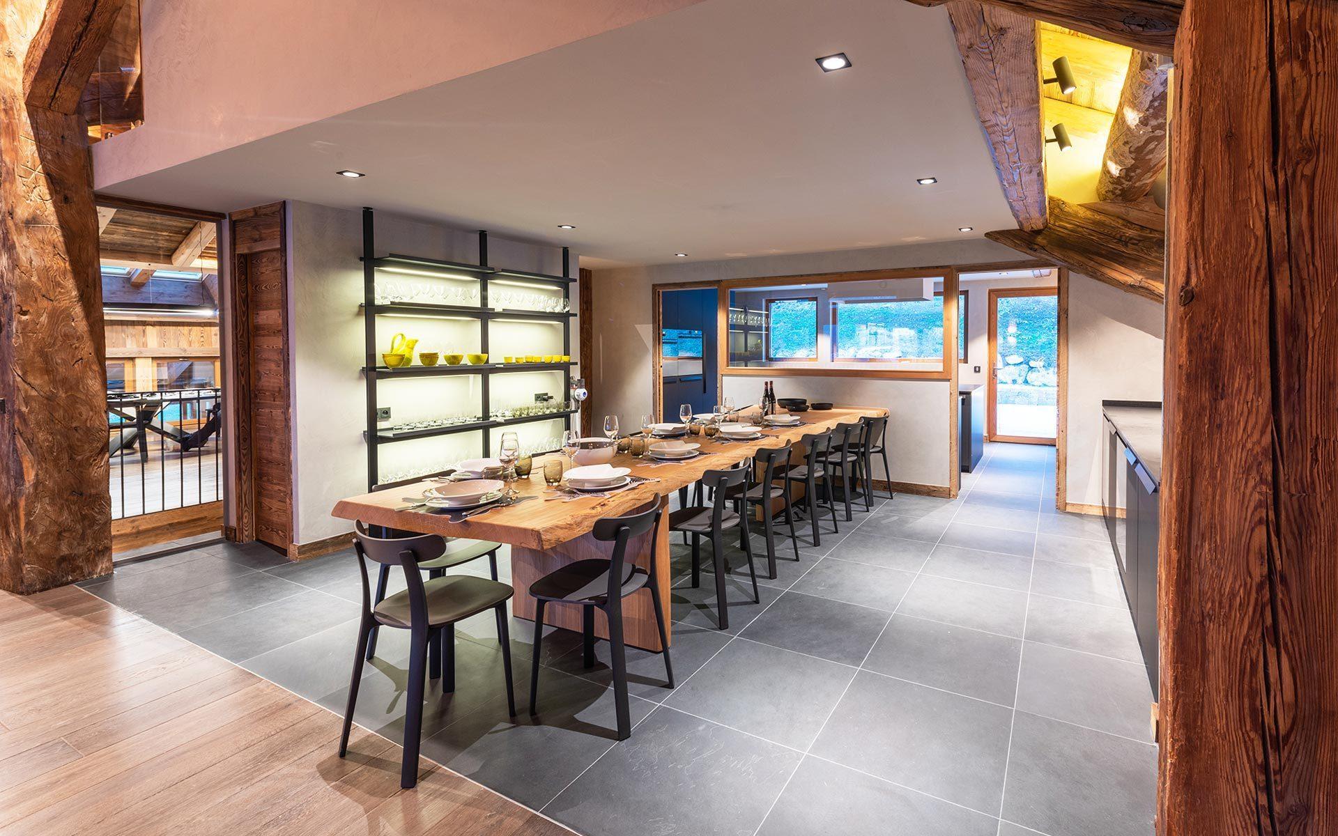 chalet-luxe-lodge-les-murailles-manigold-alpes-incentive-ski-salle-a-manger-seminaires-de-caractere