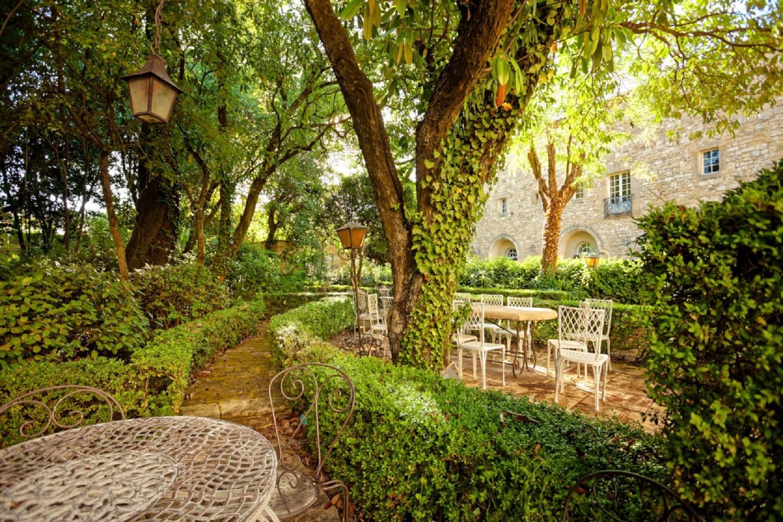 chateau-arpaillargues-uzes-gard-provence-jardins-seminaires-de-caractere