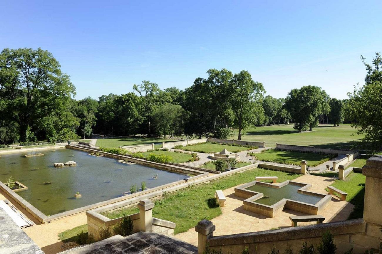 chateau-de-pondres-exterieur-vue-sommieres-jardin-fontaines-seminaires-de-caractere