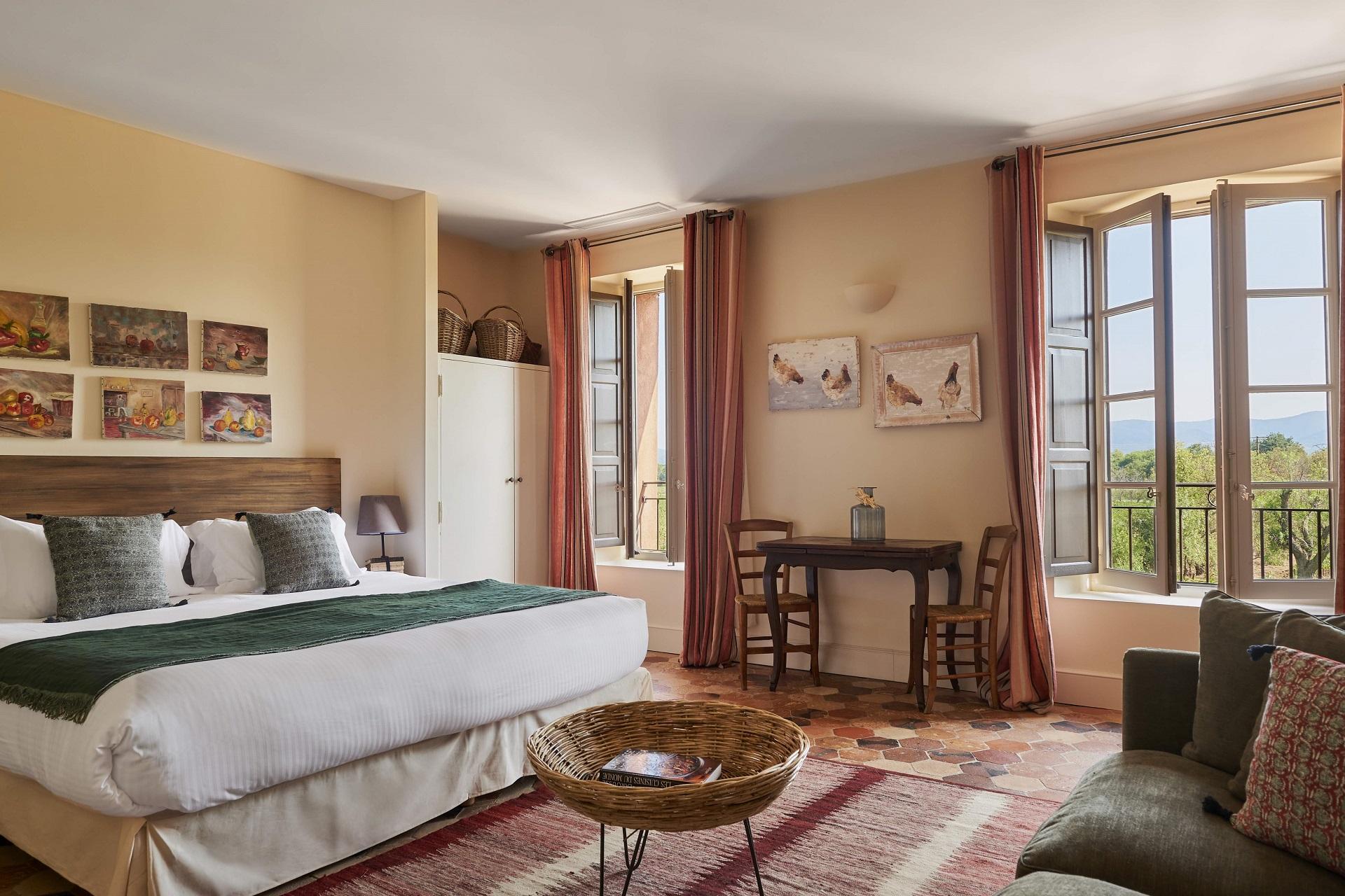 chateau-saint-roux-provence-var-chambre-seminaires-de-caractere