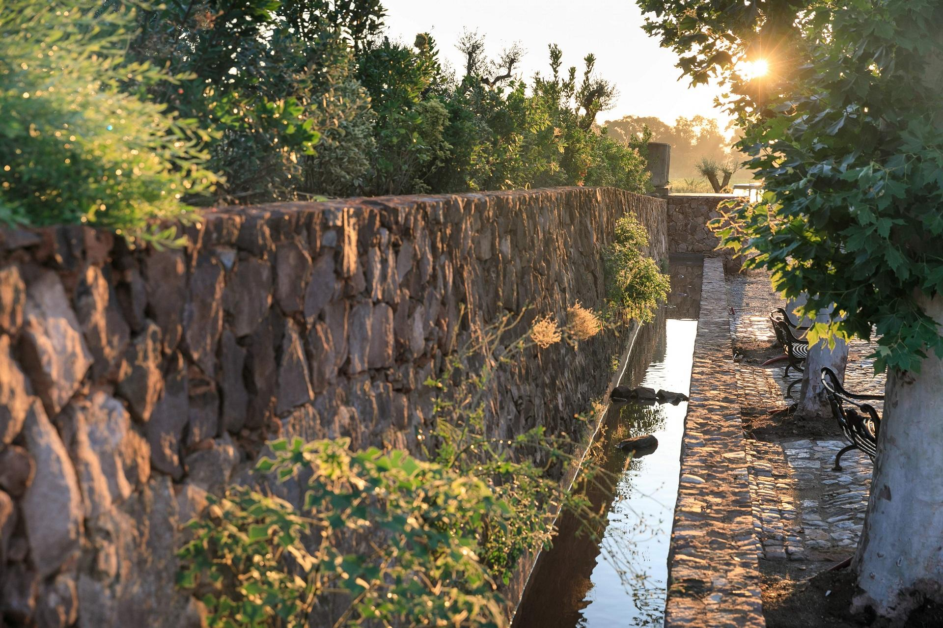 chateau-saint-roux-provence-var-jardins-seminaires-de-caractere