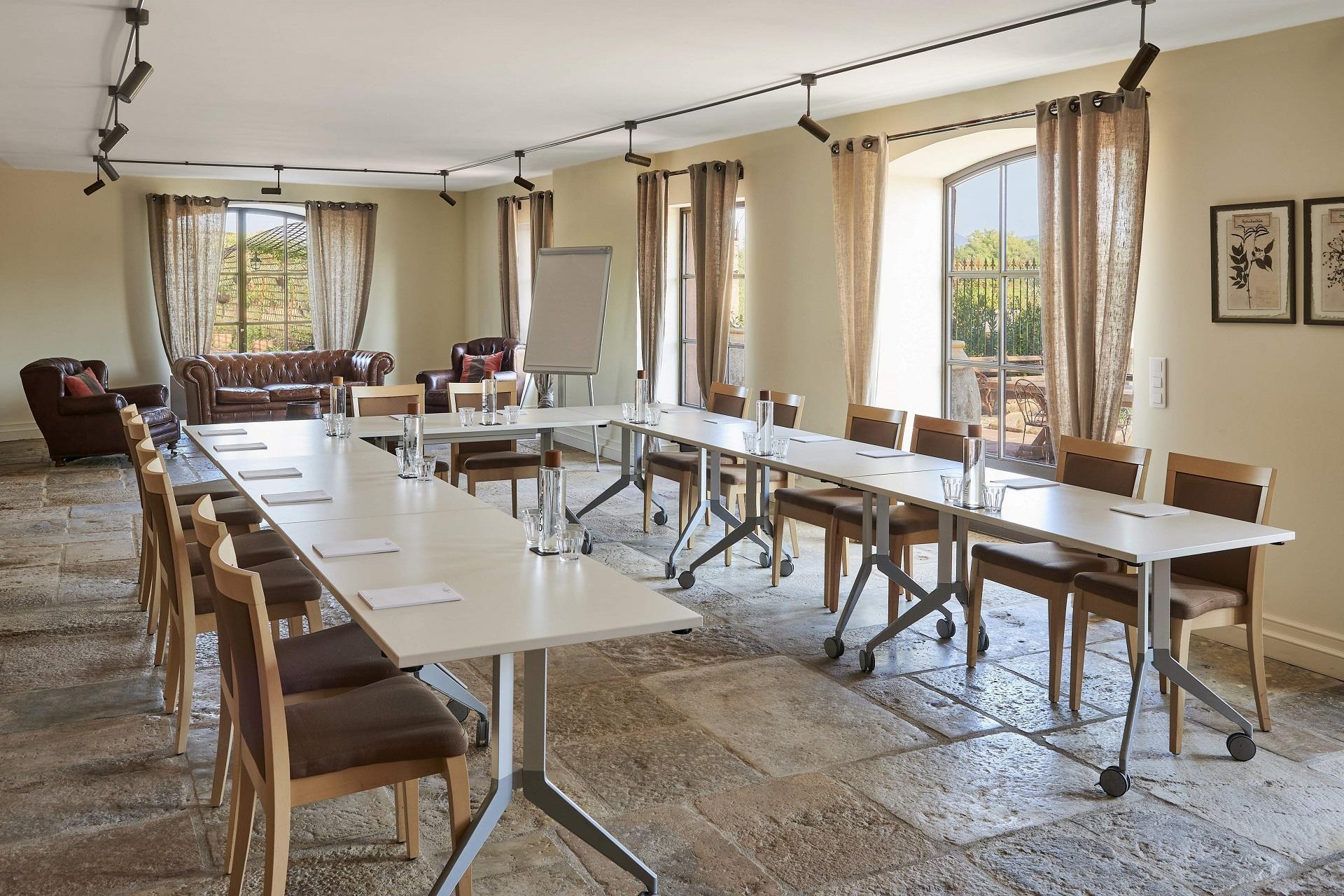 chateau-saint-roux-provence-var-reunions-seminaires-de-caractere
