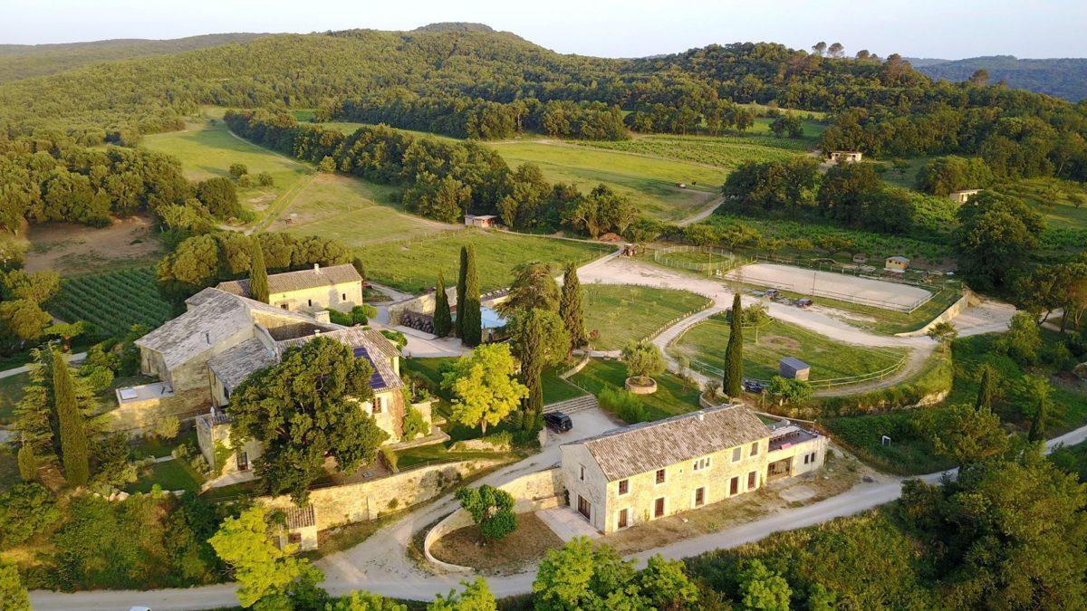 domaine-de-gressac-gard-occitanie-provence-verfeuil-vue-aerienne