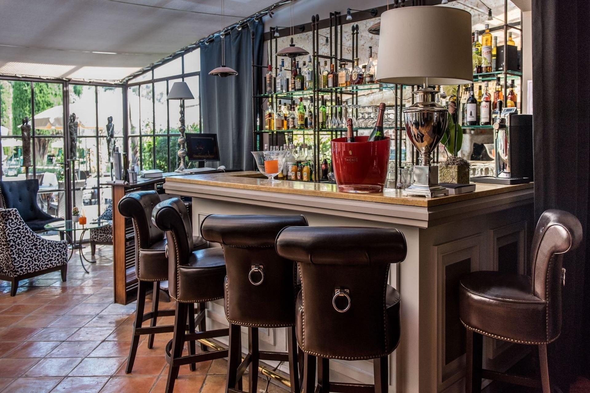 hotel-de-mougins-cote-dazur-cannes-bar-seminaires-de-caractere