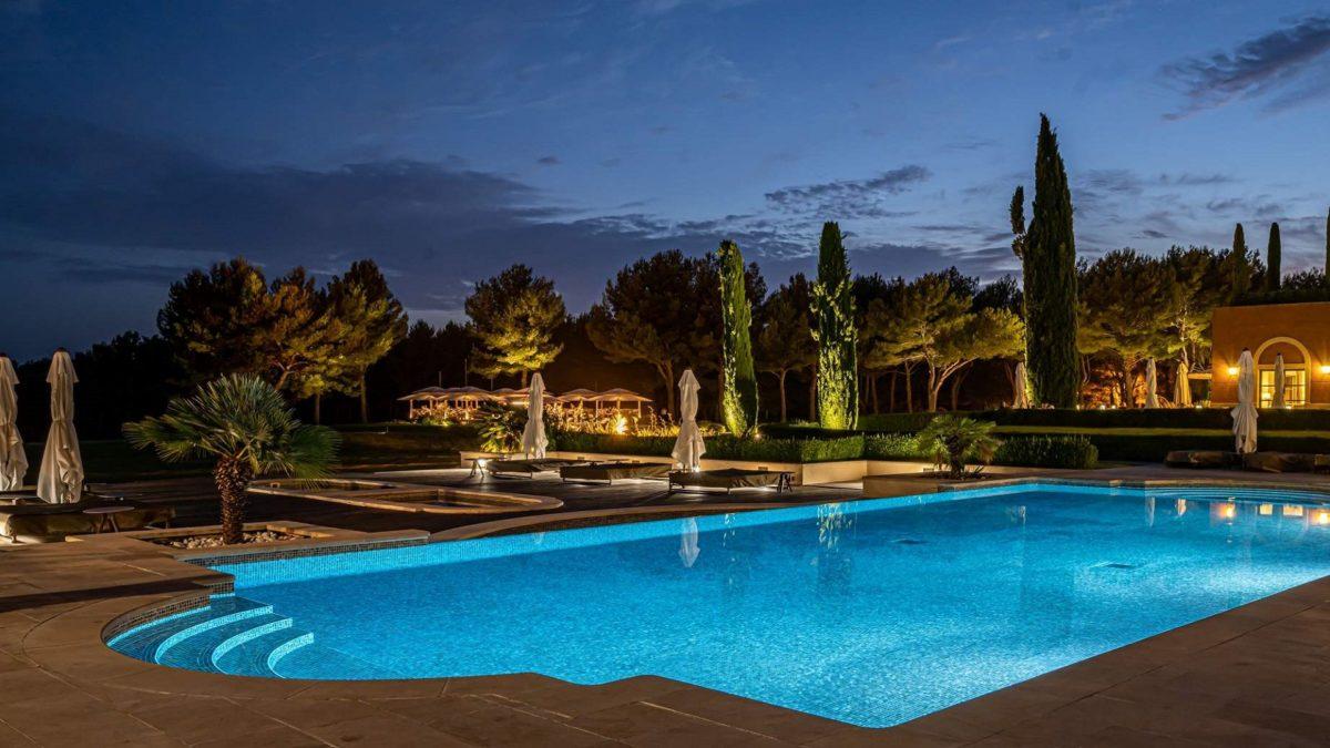 hotel-et-spa-du-castellet-provence-var-by-night