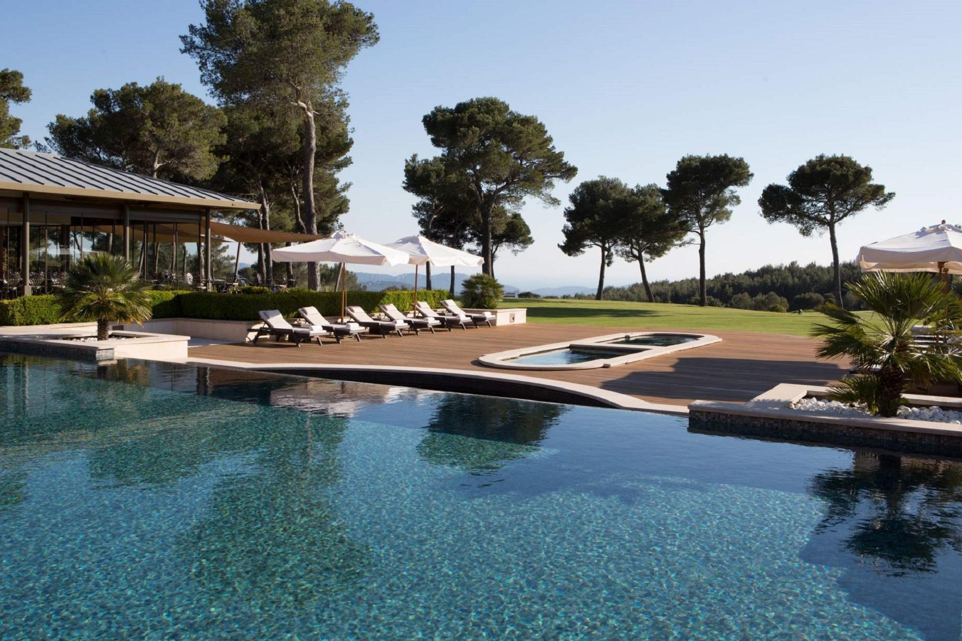 hotel-et-spa-du-castellet-provence-var-piscine