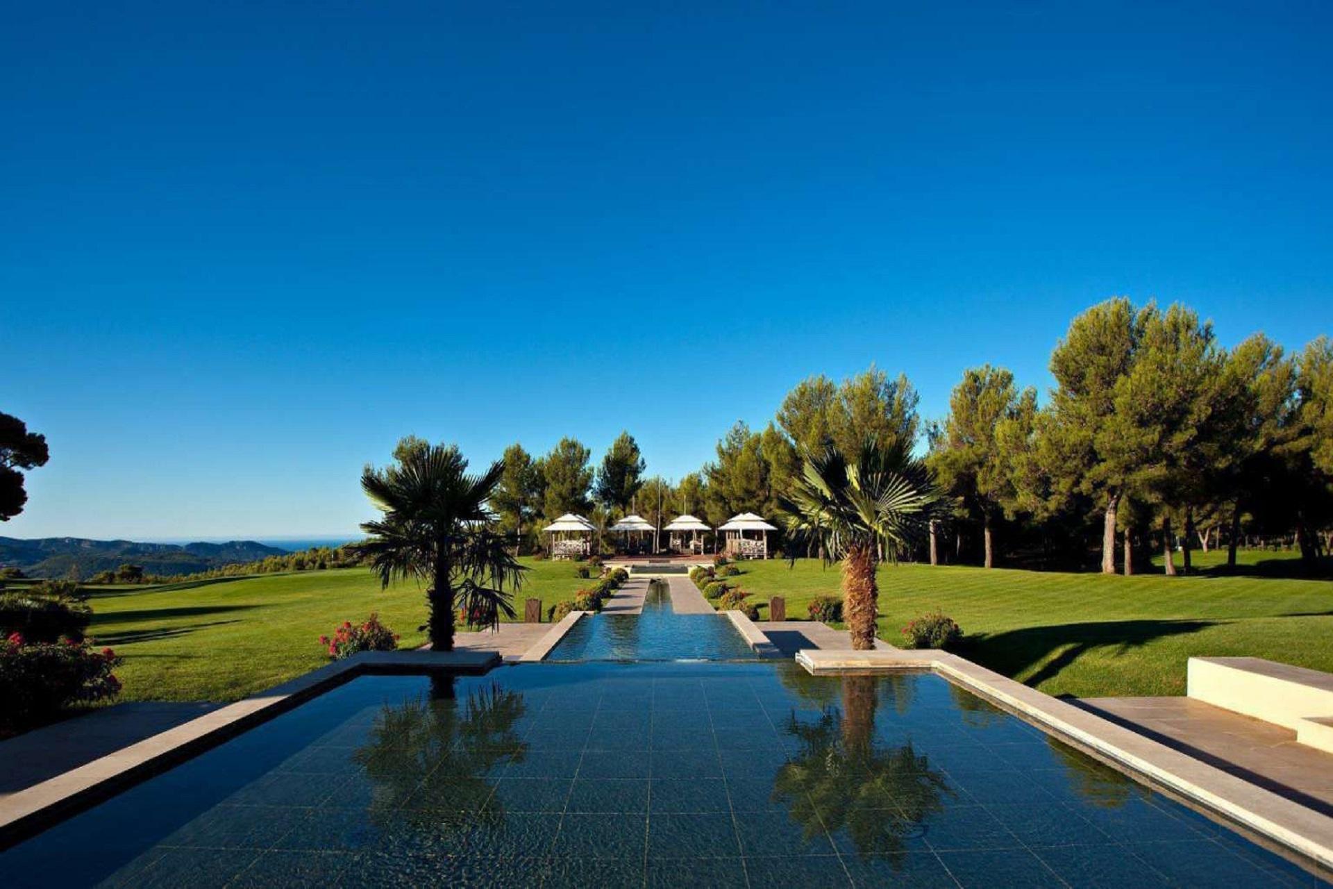 hotel-et-spa-du-castellet-provence-var-restanques-piscines
