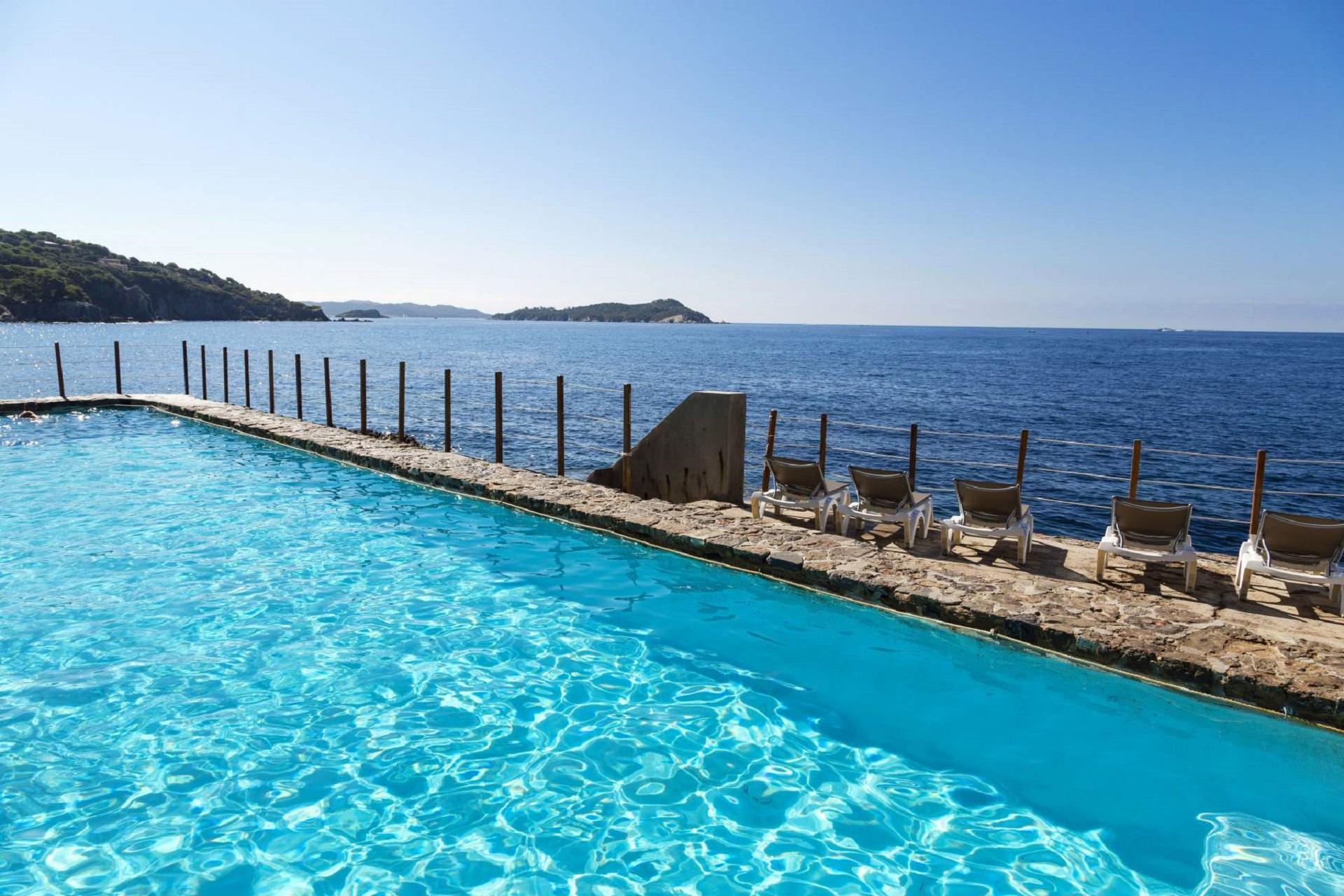 hotel-le-provencal-hyeres-toulon-piscine-sud-seminaires-de-caractere