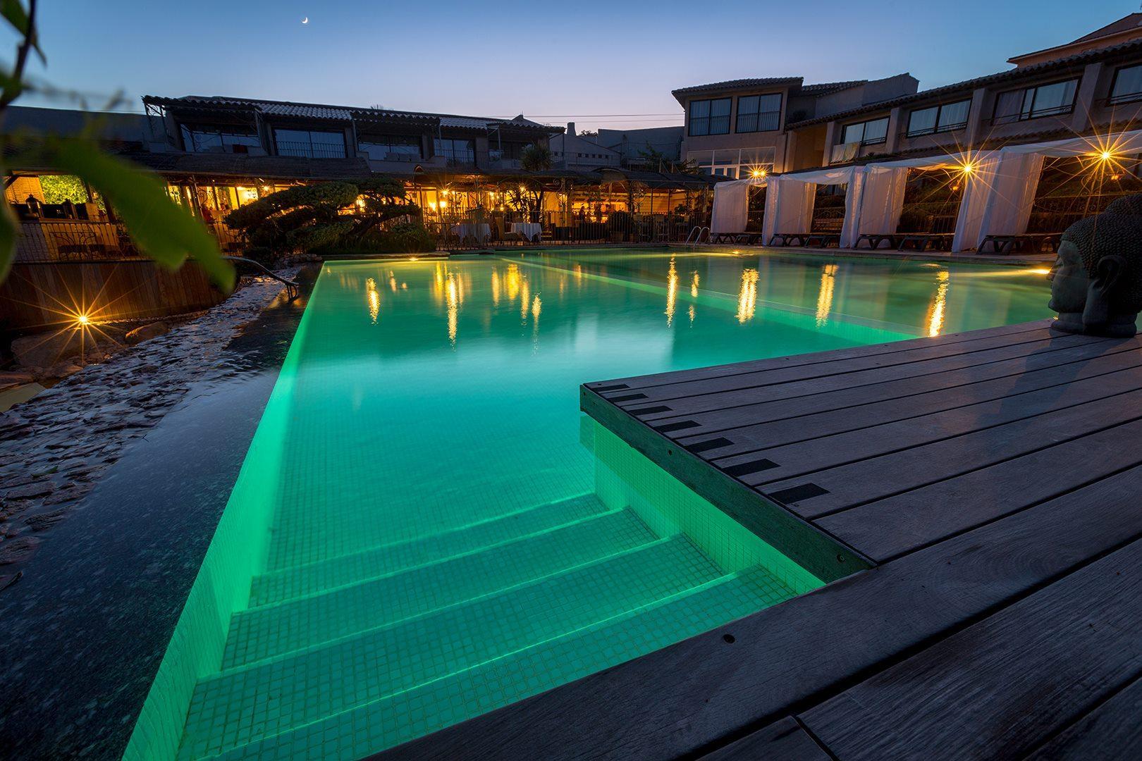 hotel-roi-theodore-et-spa-porto-vecchio-seminaires-de-caractere-piscine-de-nuit