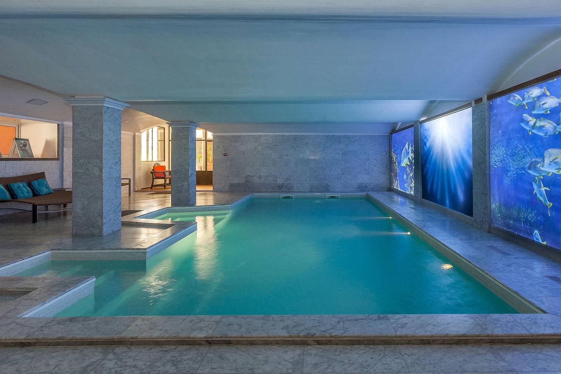 hotel-roi-theodore-et-spa-porto-vecchio-seminaires-de-caractere-piscine-intérieure