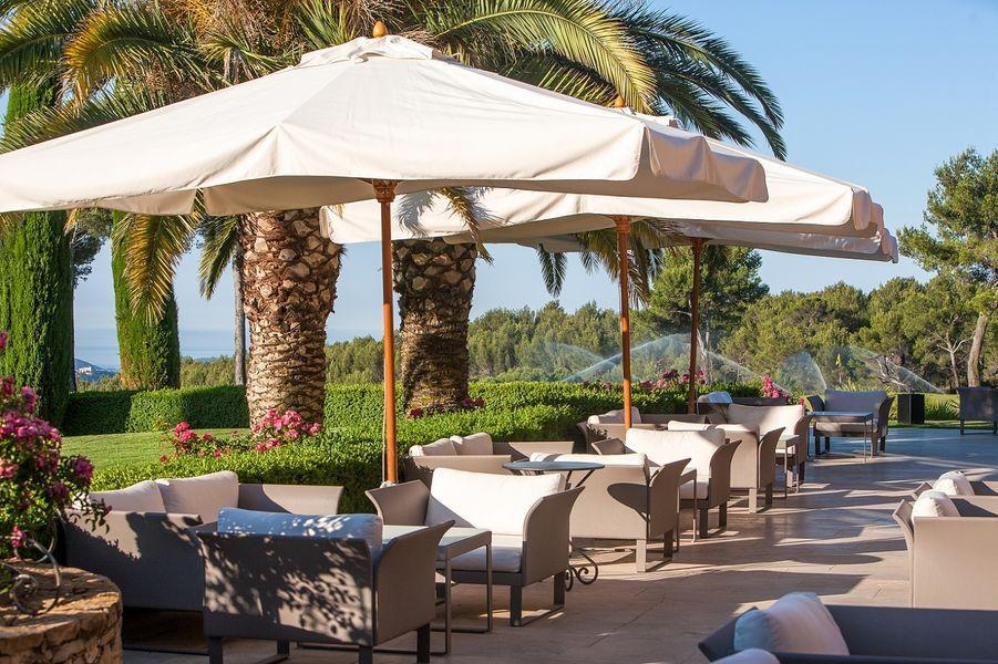 hotel-spa-du-castellet-terrasse-au-vert