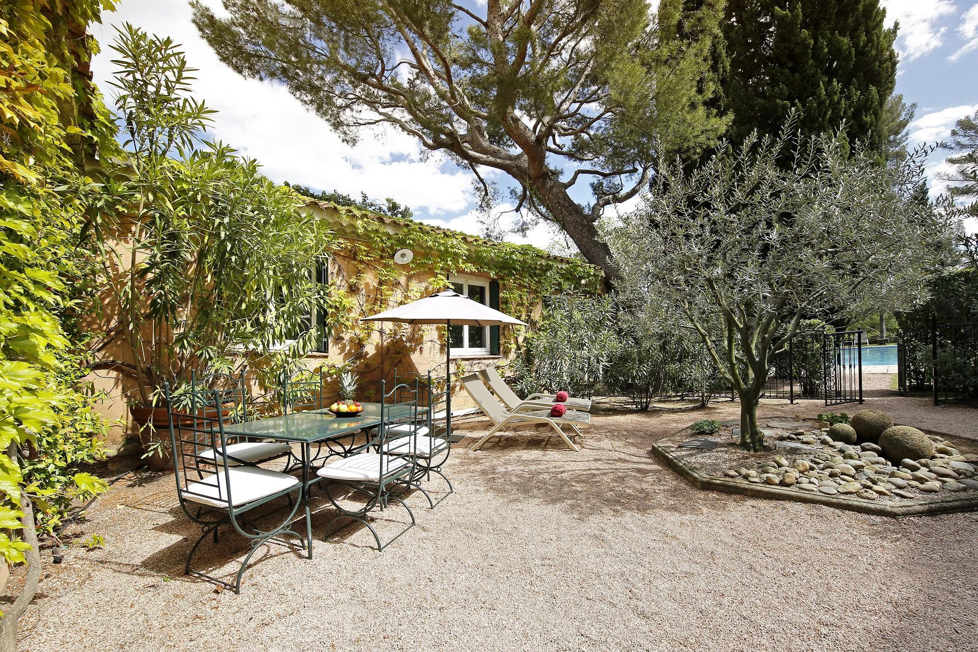 le-pigonnet-aix-en-provence-sainte-victoire-patio-seminaires-de-caractere