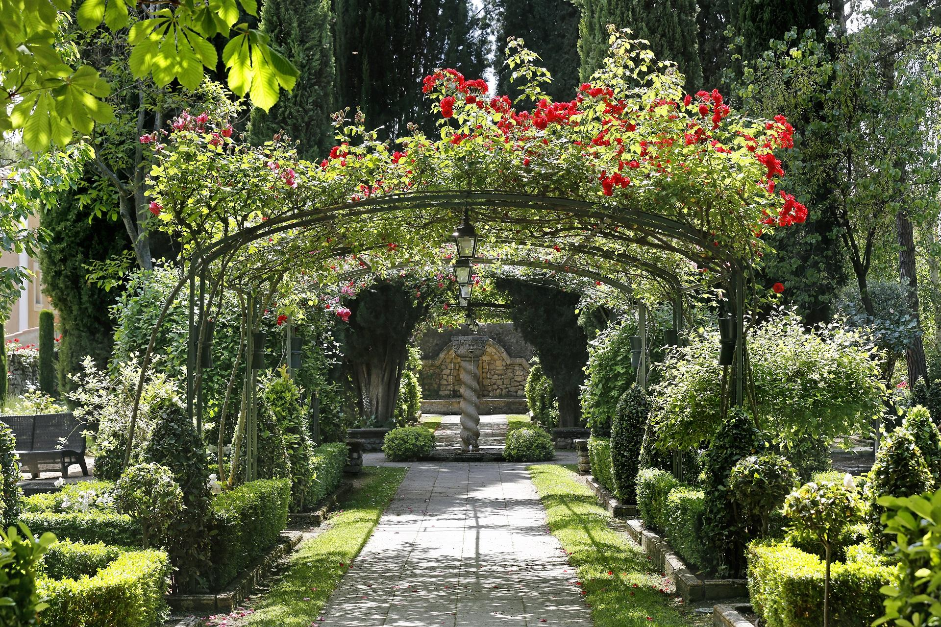 le-pigonnet-aix-en-provence-sainte-victoire-tonnelles-roses-seminaires-de-caractere