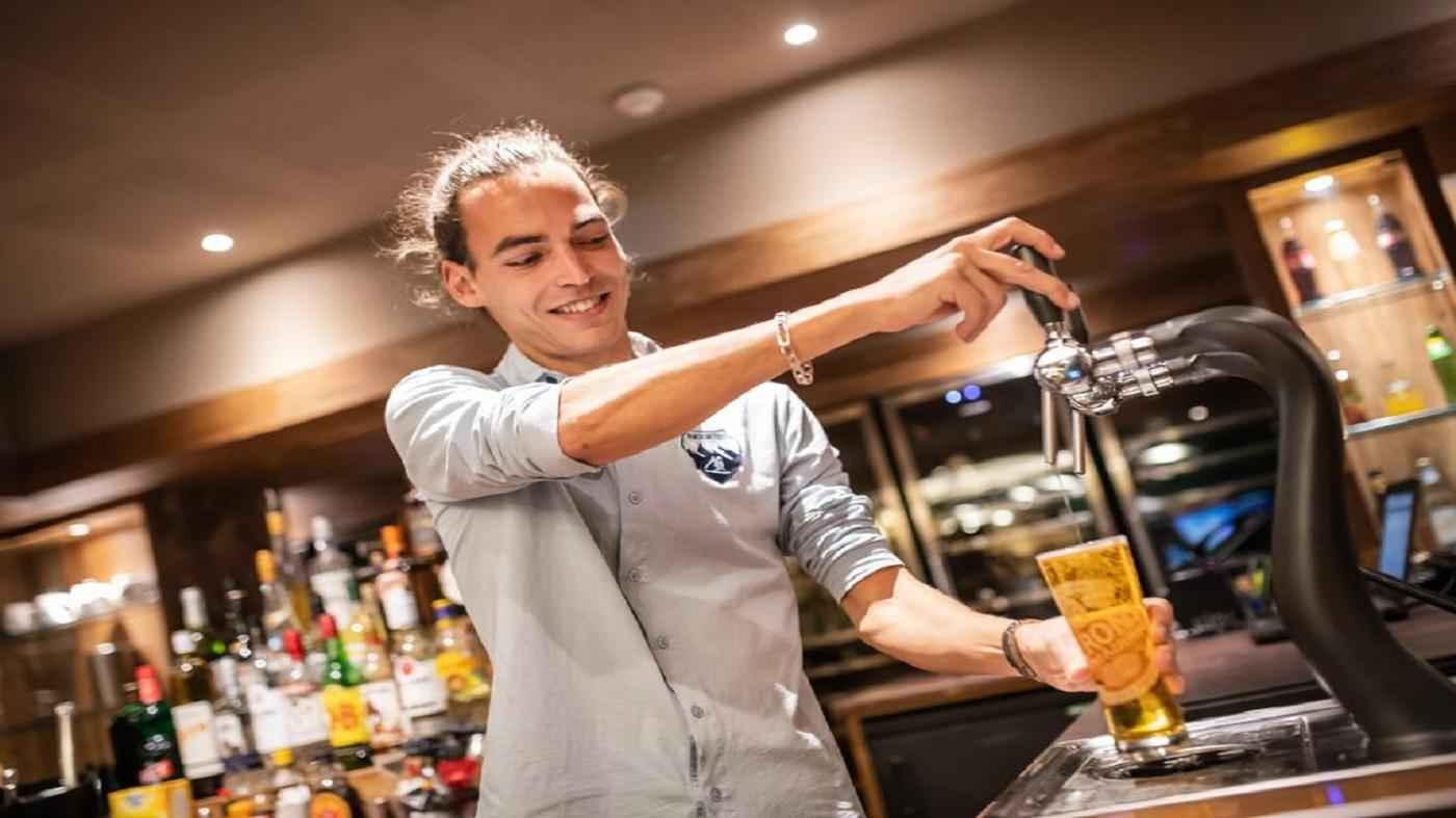 le-taos-montagnettes-seminaires-de-caractere-barman