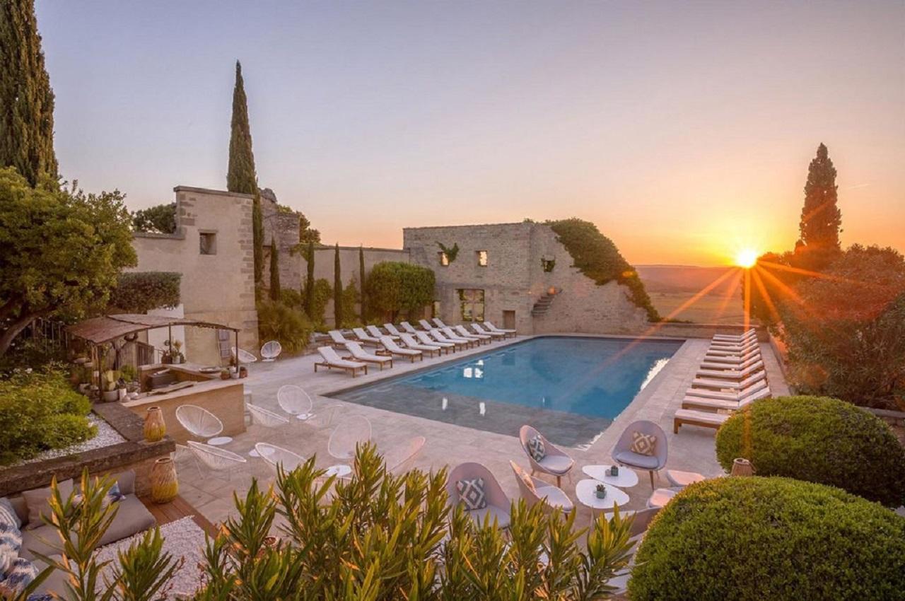 le-vieux-castillon-gard-provence-nuit-coucher-de-soleil-seminaires-de-caractere