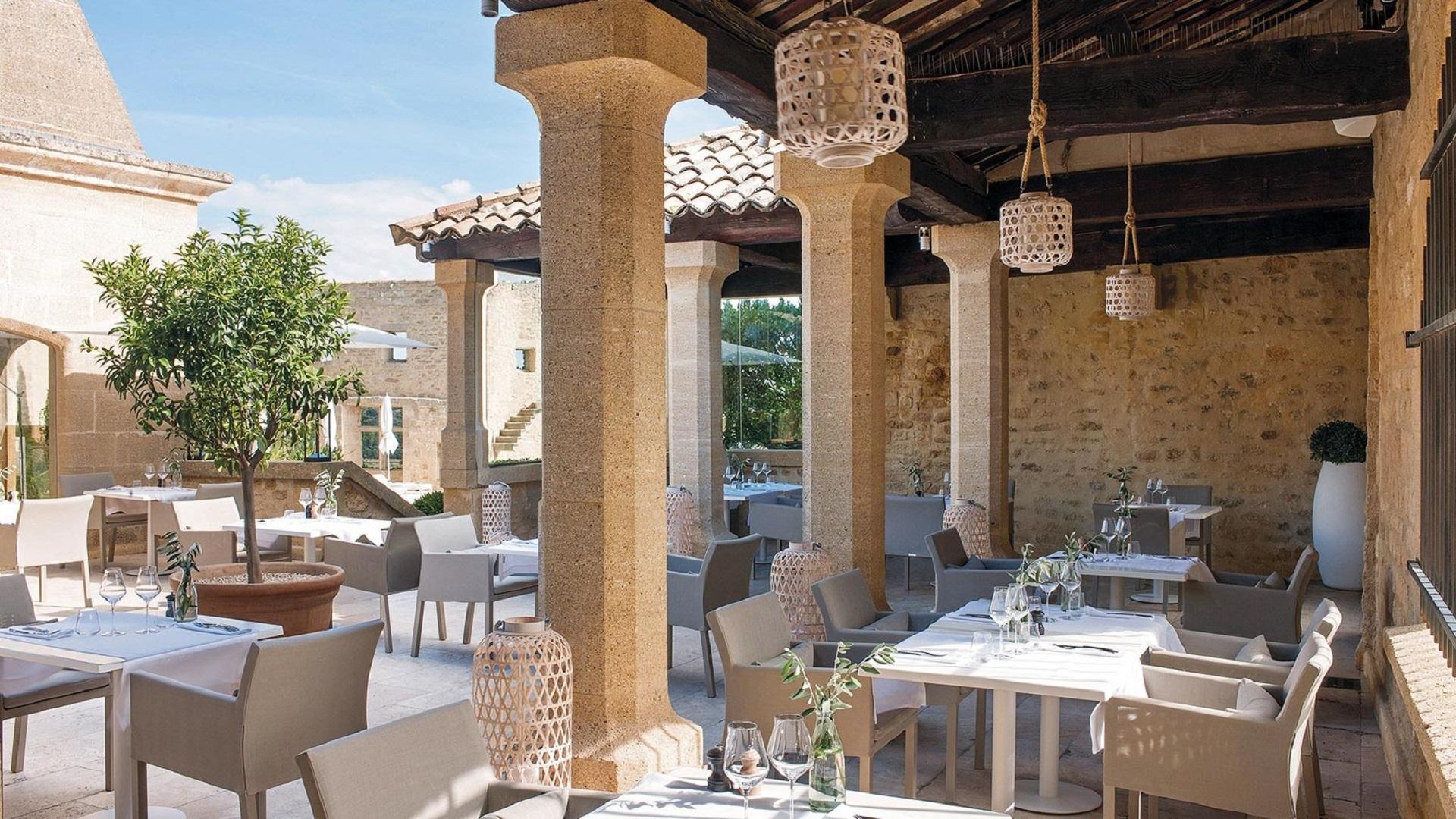 le-vieux-castillon-gard-provence-patio-cour-seminaires-de-caractere