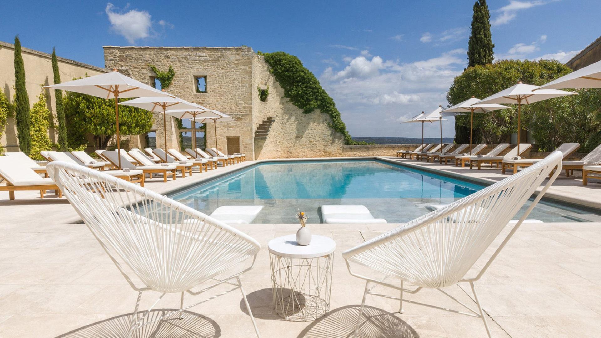 le-vieux-castillon-pont-du-gard-provence-piscine-seminaires-de-caractere