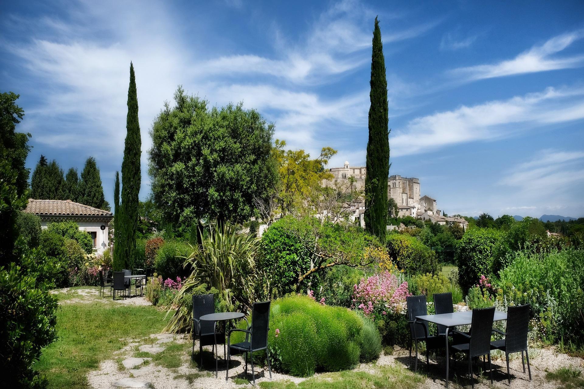 les-maisons-du-clair-de-la-plume-grignan-drome-jardin-mediteraneen