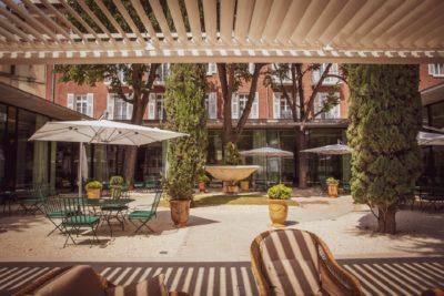 maison-albar-hotels-nimes-imperator-patio-seminaires-de-caractere