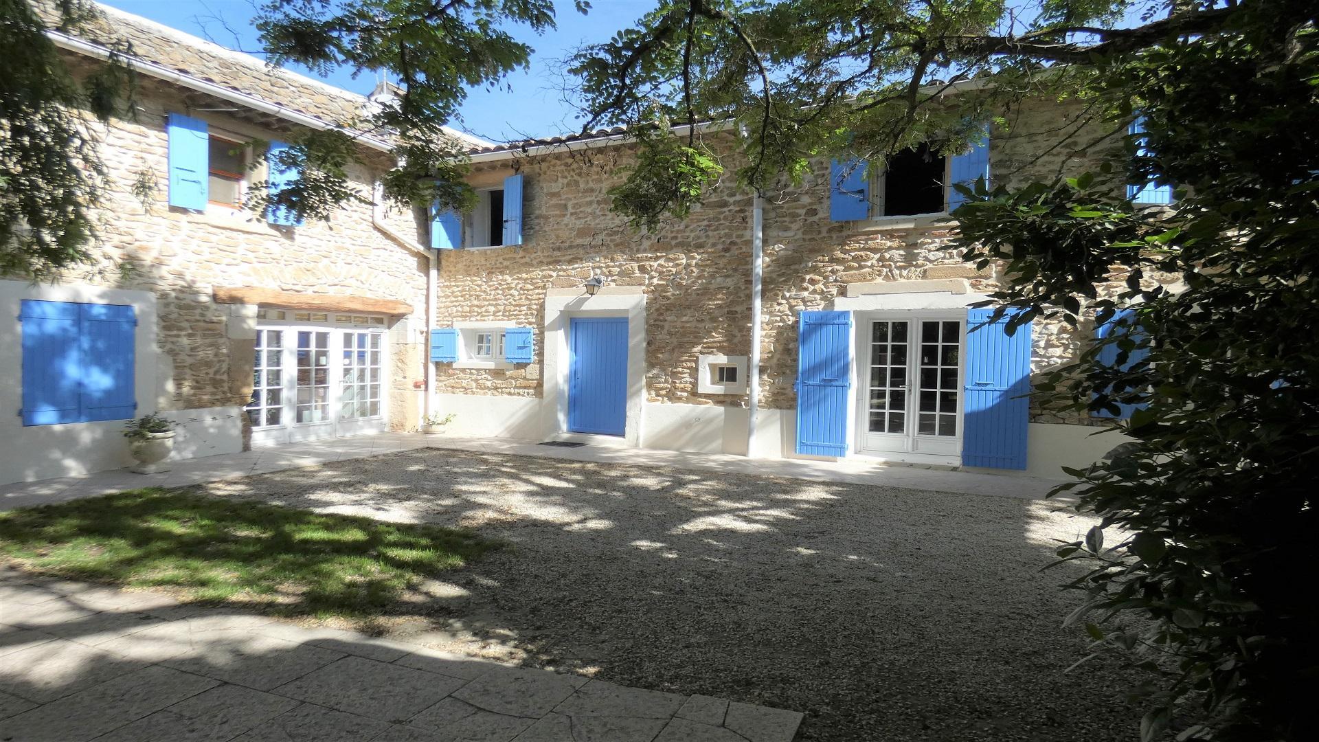 mas-du-sillot-grignan-vaucluse-drome-patio-seminaire-de-caractere