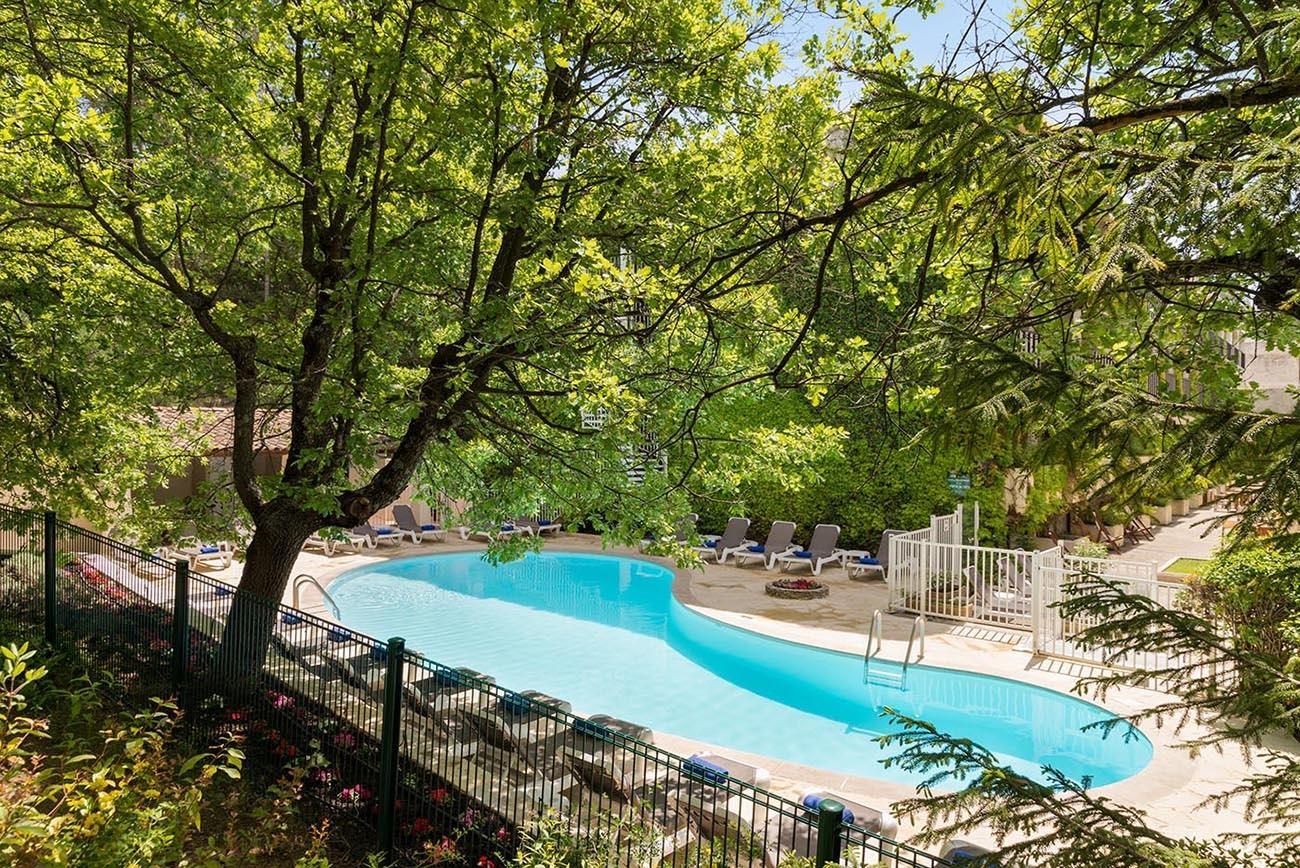 villa-borghese-hotel-greoux-les-bains-piscine-04-seminaires-de-caractere