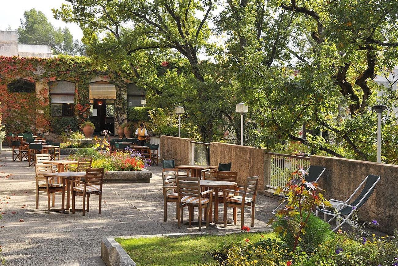 villa-borghese-hotel-greoux-les-bains-terrasse-04-seminaires-de-caractere