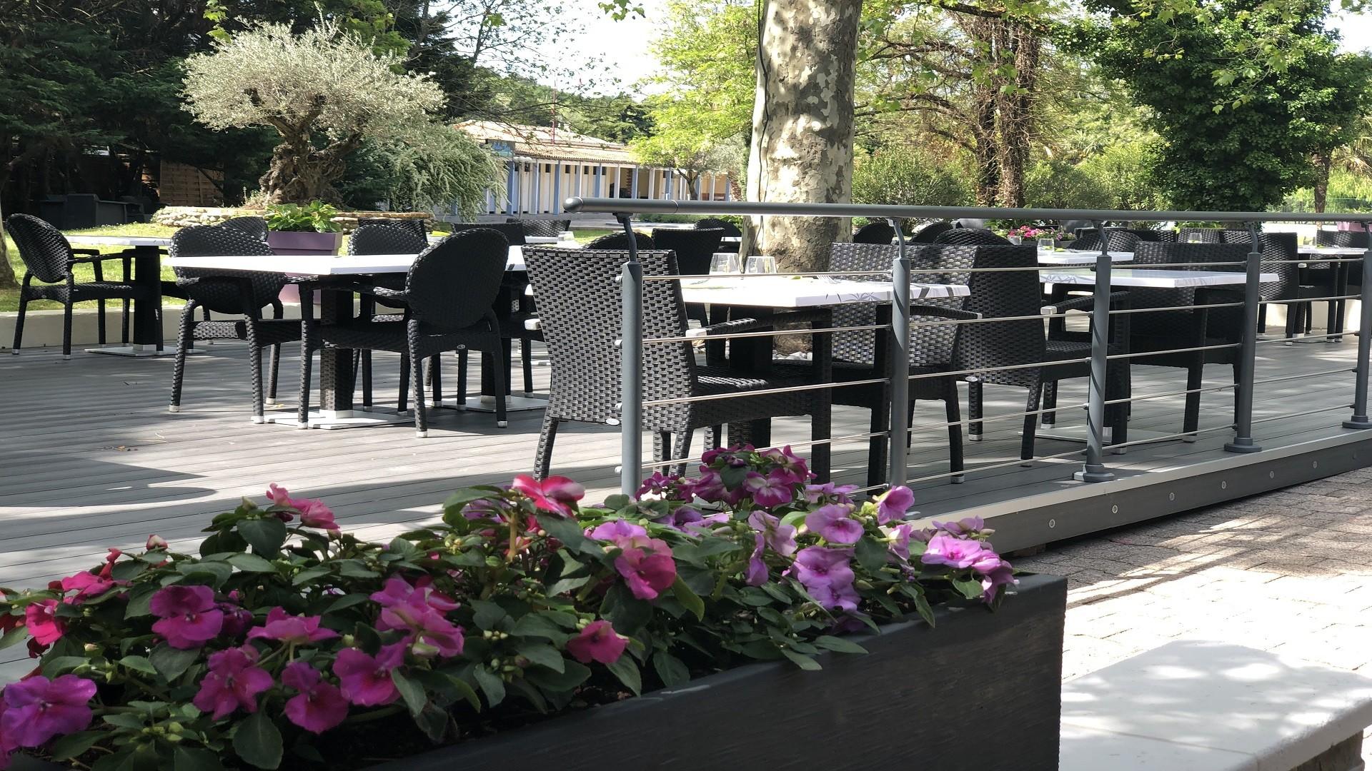 les-oliviers-loriol-sur-drome-valence-reunions-seminaires-de-caractere-jardins