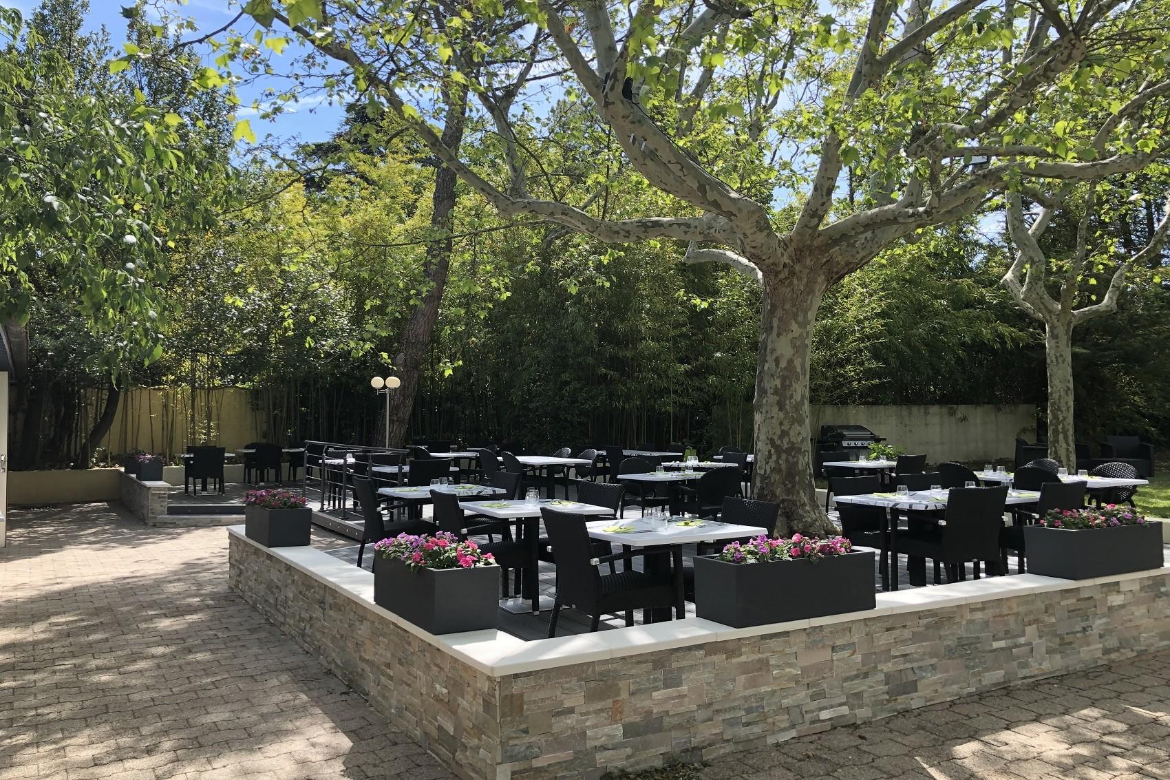 les-oliviers-loriol-sur-drome-valence-reunions-seminaires-de-caractere-terrasse