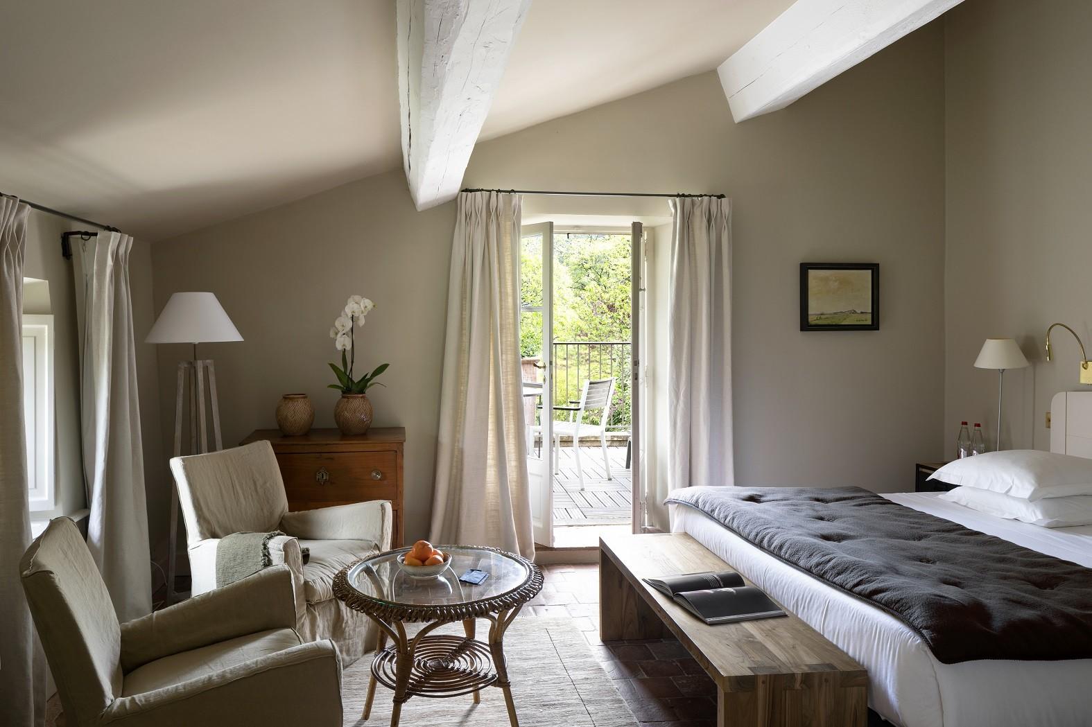baumaniere-alpilles-saint-remy-de-provence-avignon-carrieres-de-lumieres-chambres