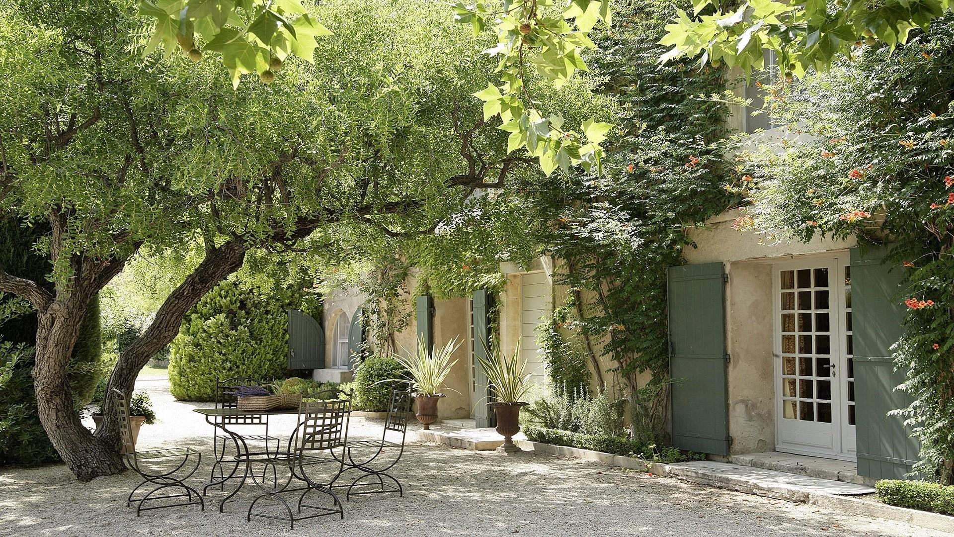 baumaniere-alpilles-saint-remy-de-provence-avignon-carrieres-de-lumieres-jardins