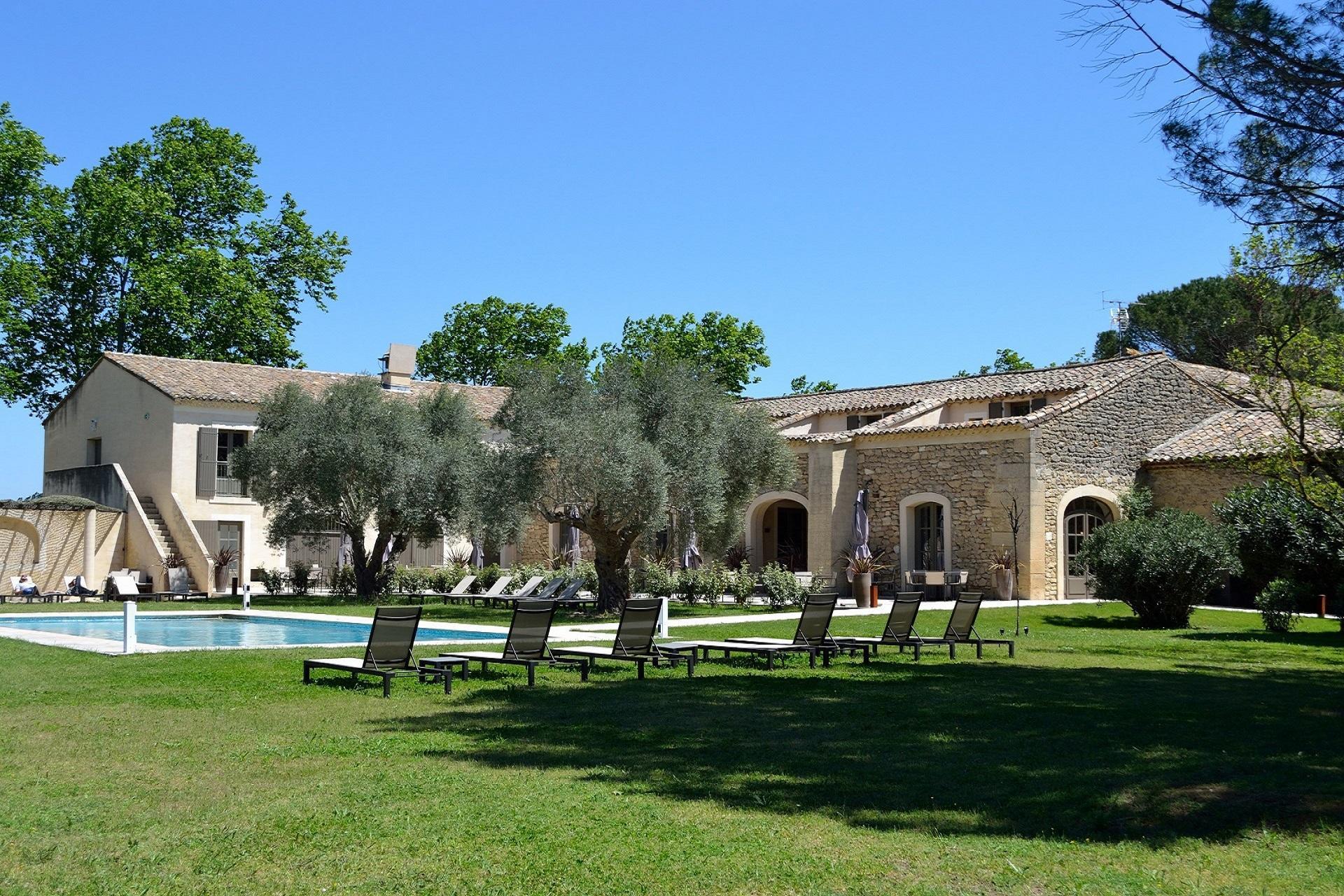 la-begude-saint-pierre-vers-pont-du-gard-avignon-provence-seminaires-de-caractere