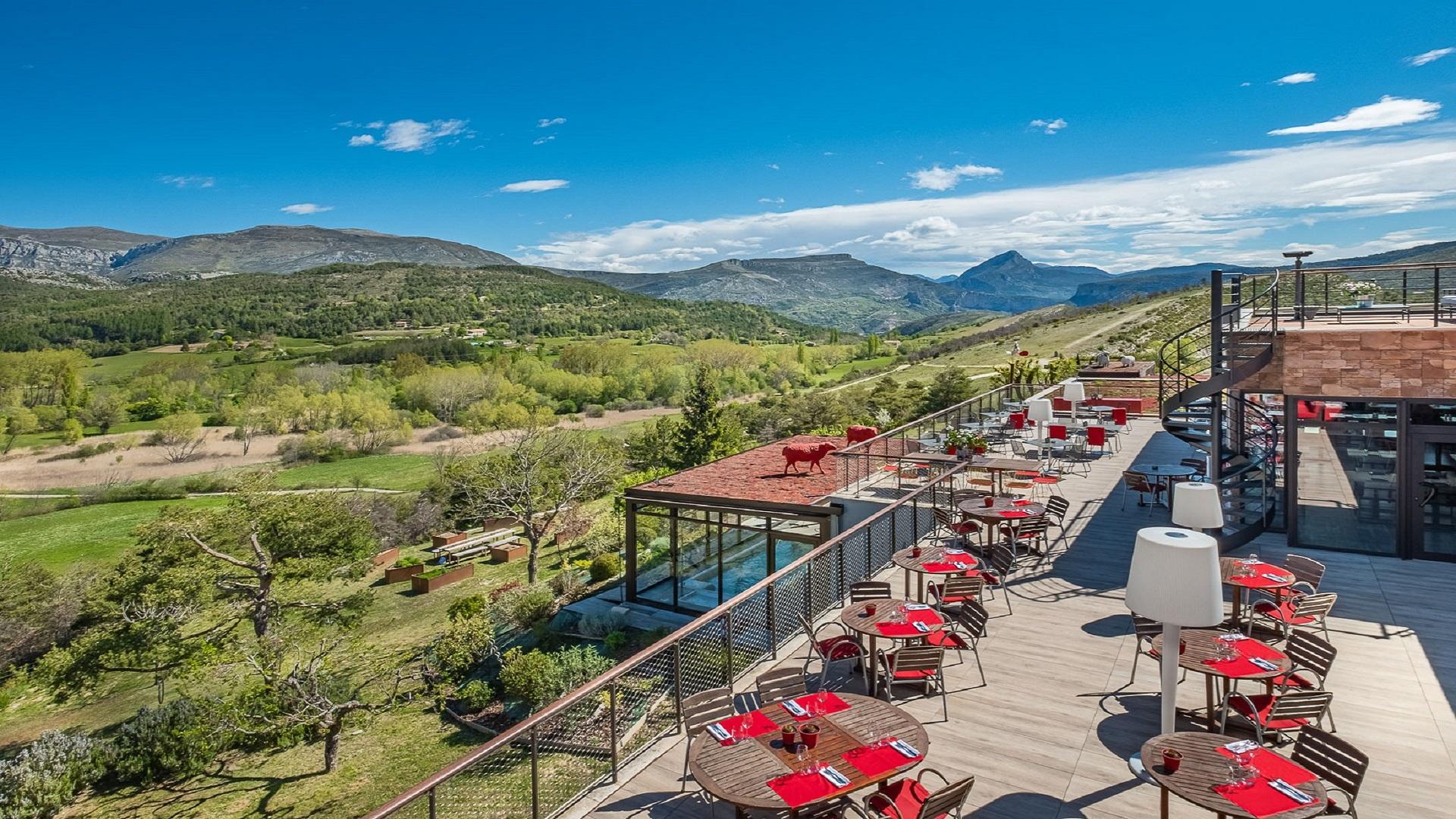 Hotel-et-Spa-des-Gorges-du-Verdon-terrasse- panoramique
